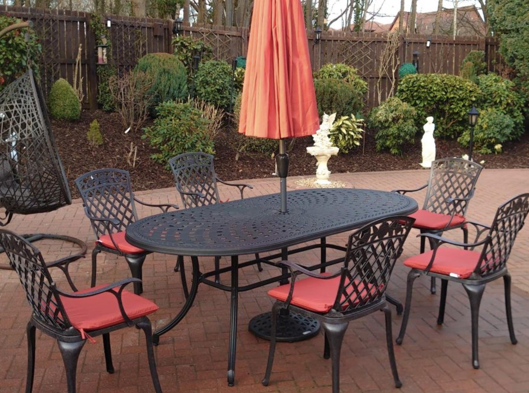 Catherine Garden Table
