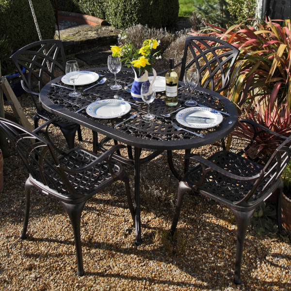 Anne_4_seater_Metal_Oval_Table_1