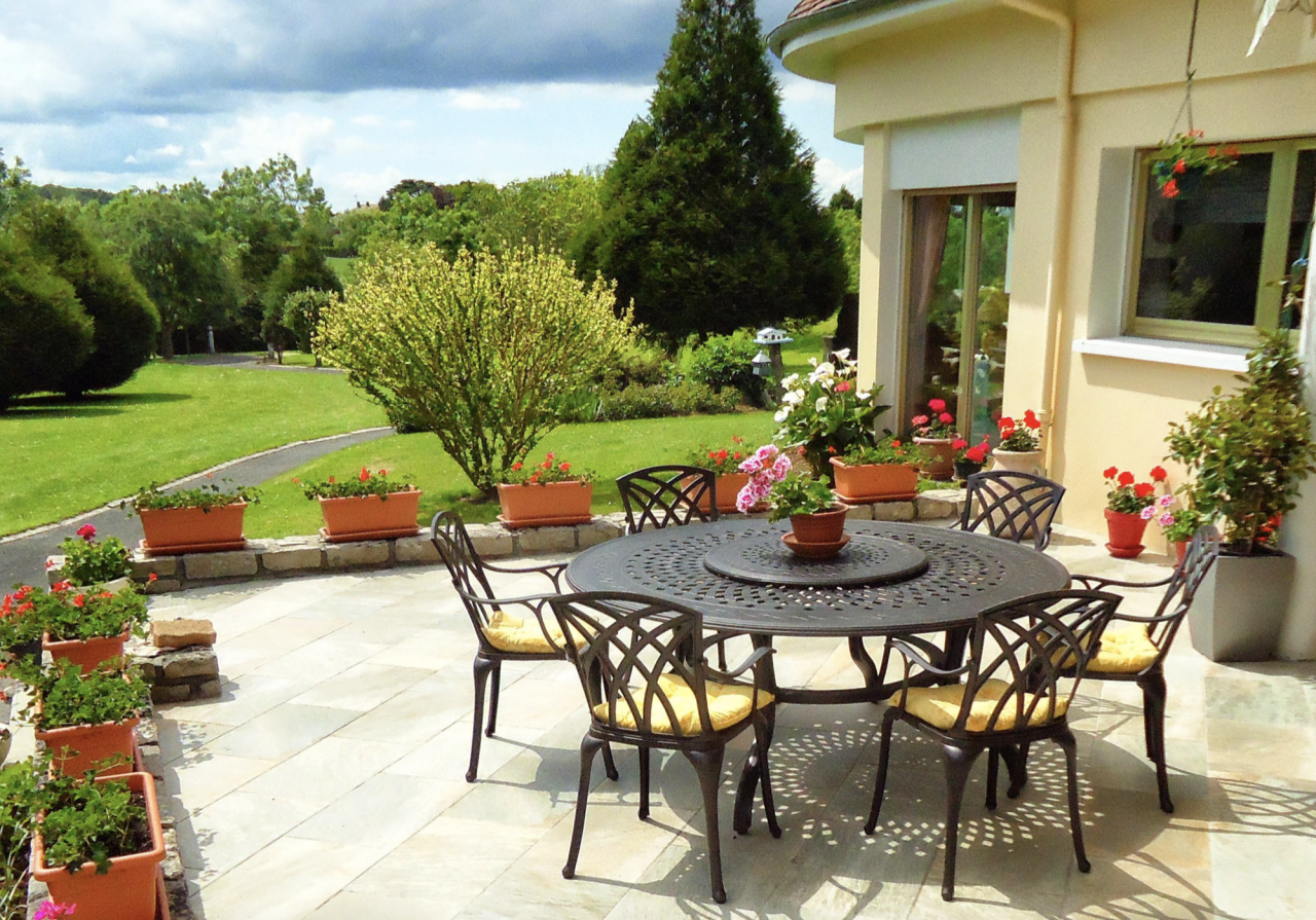Design-Your-Patio-Around-Your-Garden-TableCCD7RaR0btgiU