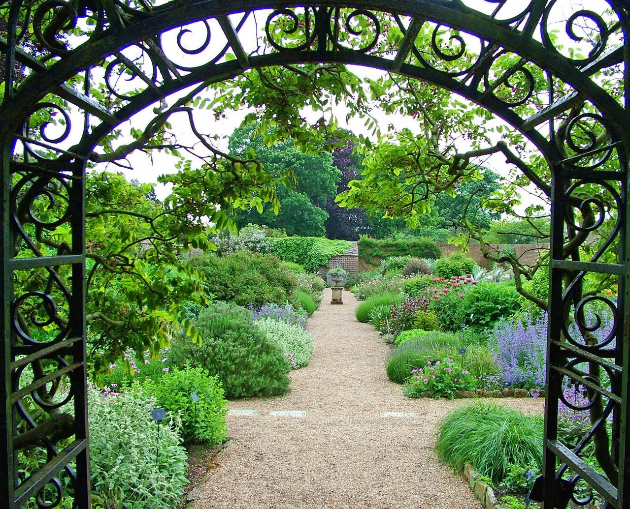 walled-garden-1409855-1279x1034