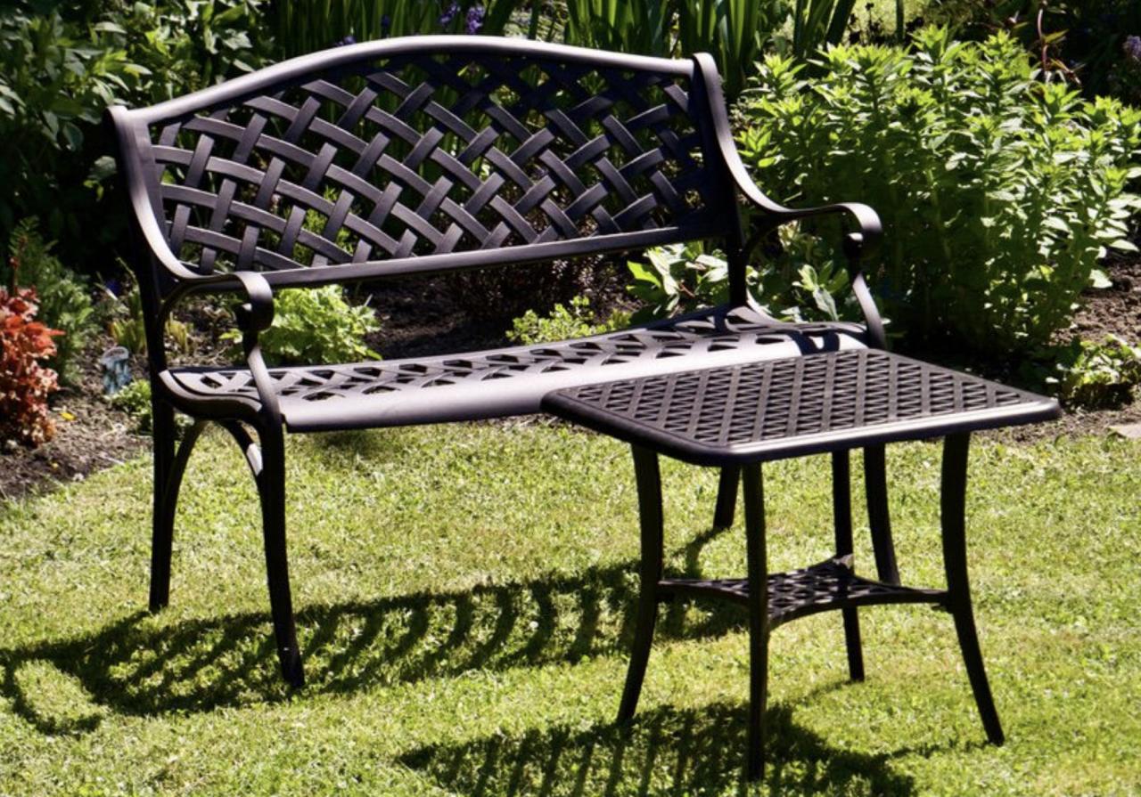 Can-Garden-Furniture-Go-On-Grass